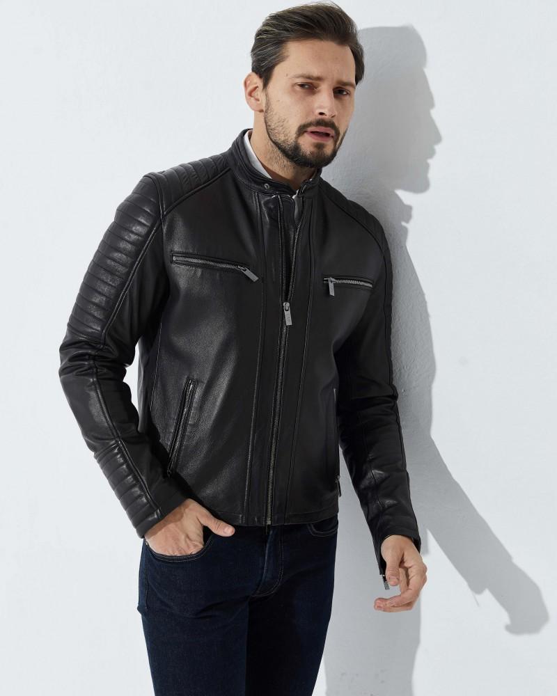 Czarna kurtka skórzana pikowana na rękawach i ramionach