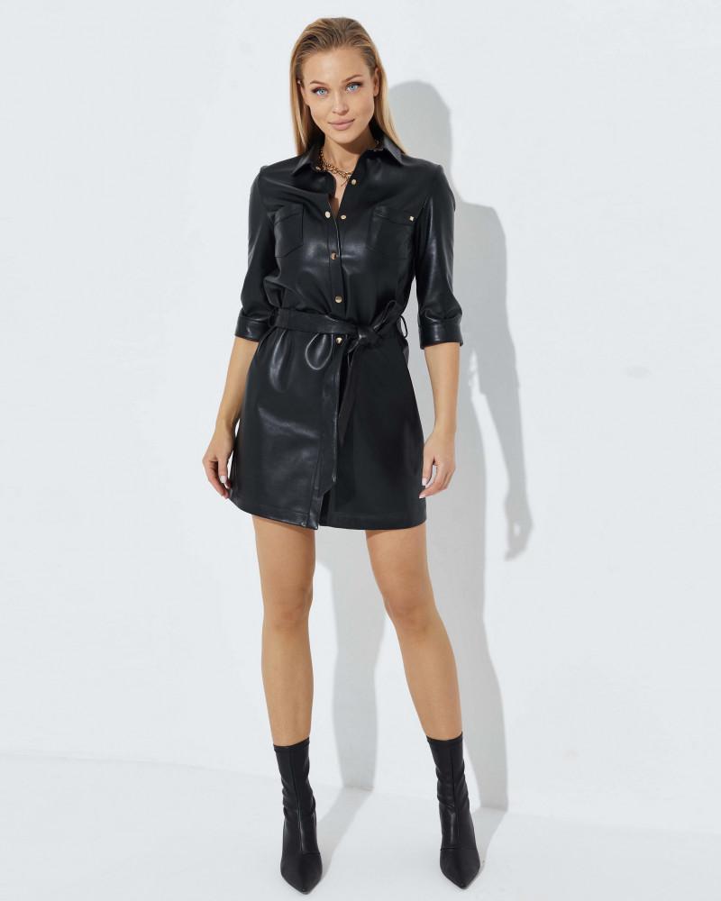 Czarna sukienka skórzana zapinana na napy